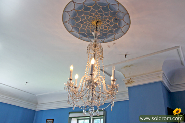 mansion_chandelier