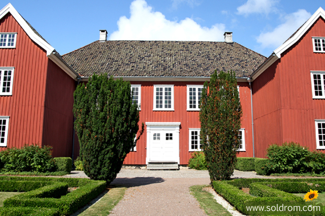 mansion_larvik_front