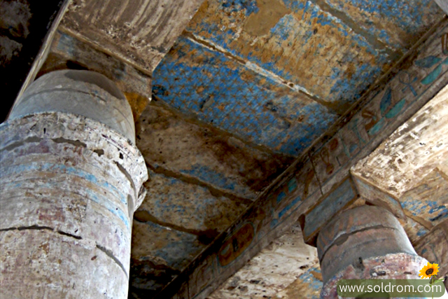 luxor_karnak_temple_paint_ceiling