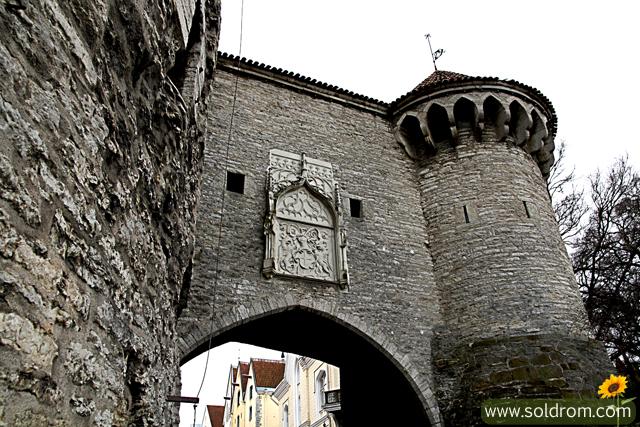 tallinn_vanalinn_medieval-gate