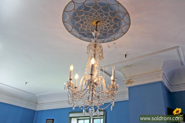 mansion_chandelier