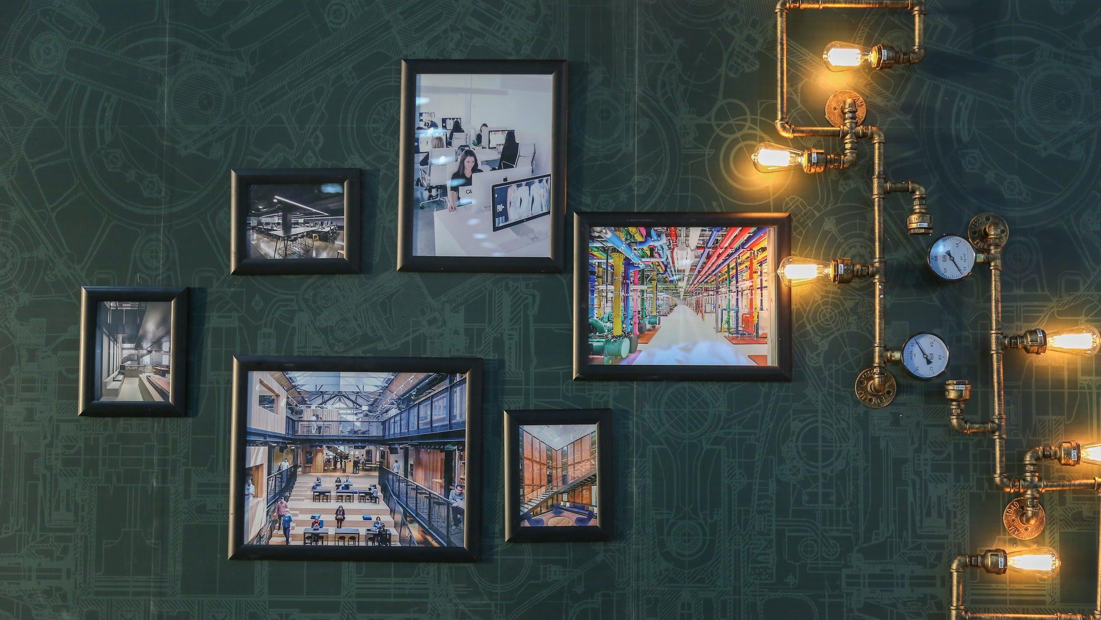 Hvordan henge opp bilder og dekorasjoner riktig på veggen